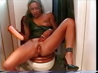 squirting amateur She Squirts and Squirts and Squirts!