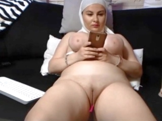 asian amateur SAUDI ARABIAN WOMAN SHOWS HER SHAVEN PUSSY